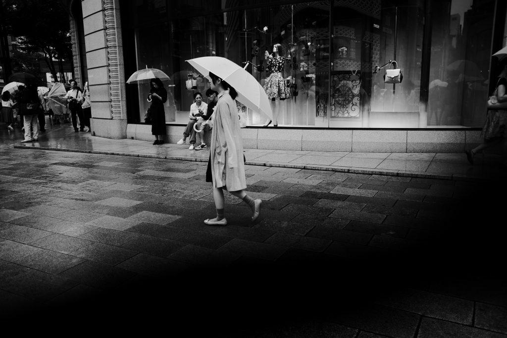 銀座 雨 傘 人物 女性 Ginza
