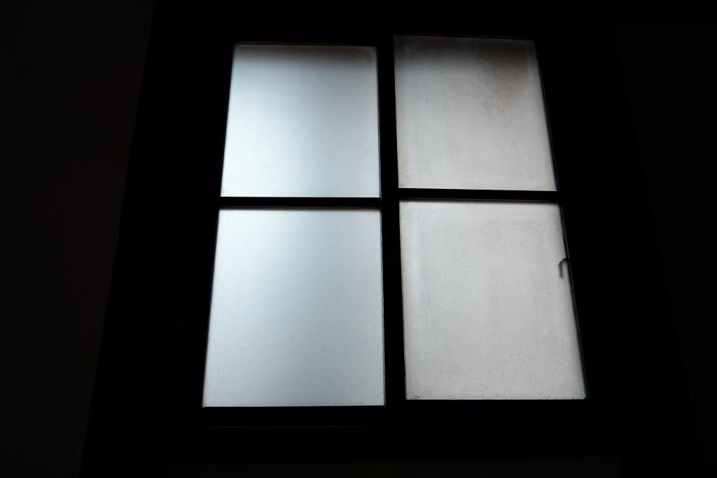 上野桜木町 くもりガラス 窓