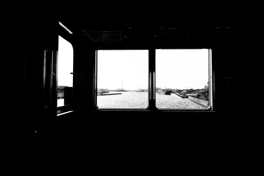 車窓 電車 海 風景 記憶