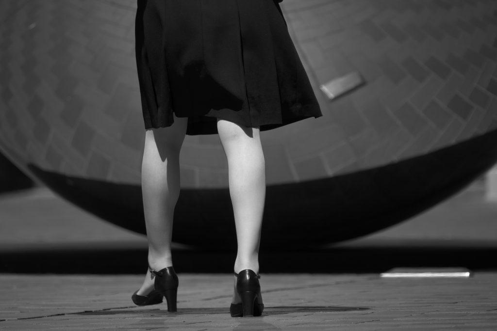 女性 脚 靴 曲線