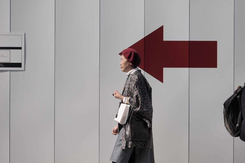 銀座 歩行者 女性