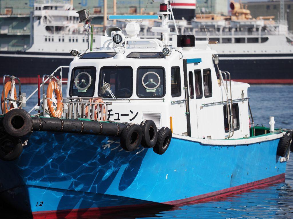 横浜 船 青色