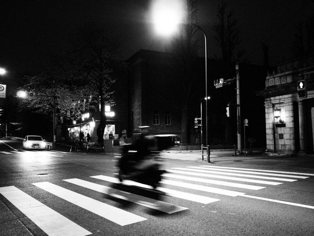 上野 夜 オートバイ