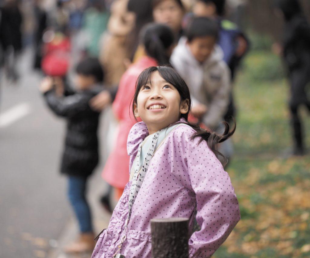 外苑前 銀杏並木 少女 Gaienmae