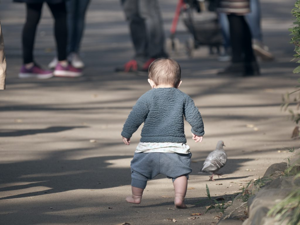 上野公園 幼児 よちよち歩き
