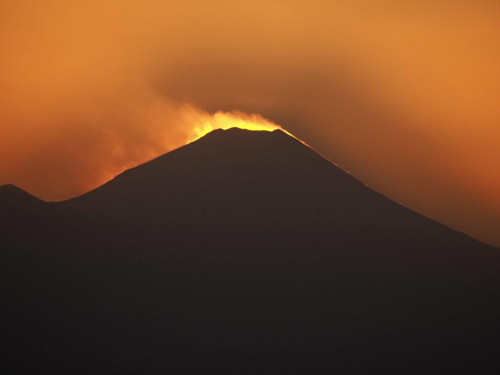 富士 富士山 山頂 吹雪 夕景