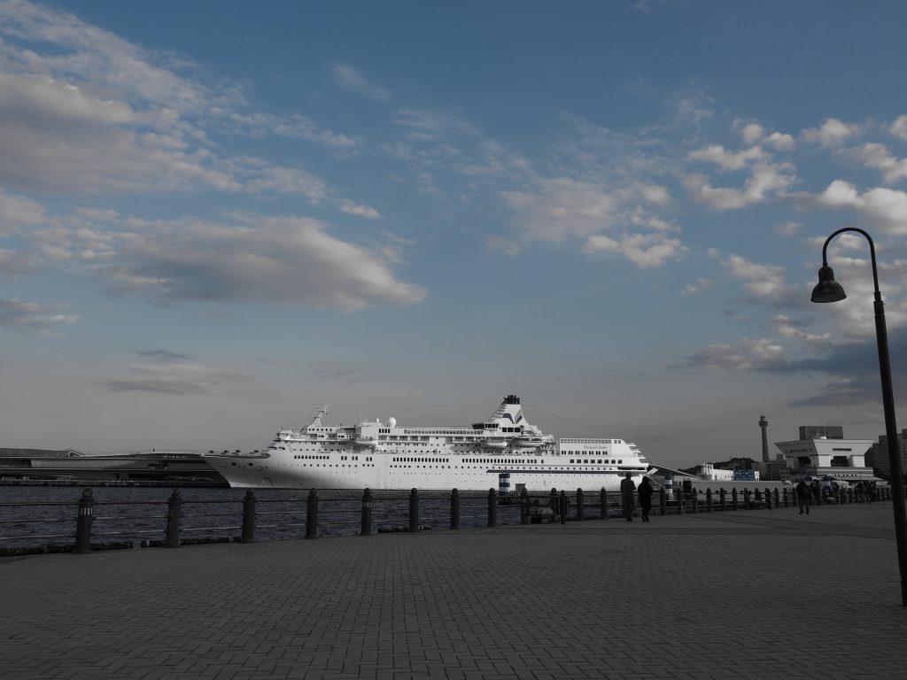 横浜 大桟橋 客船 YOKOHAMA