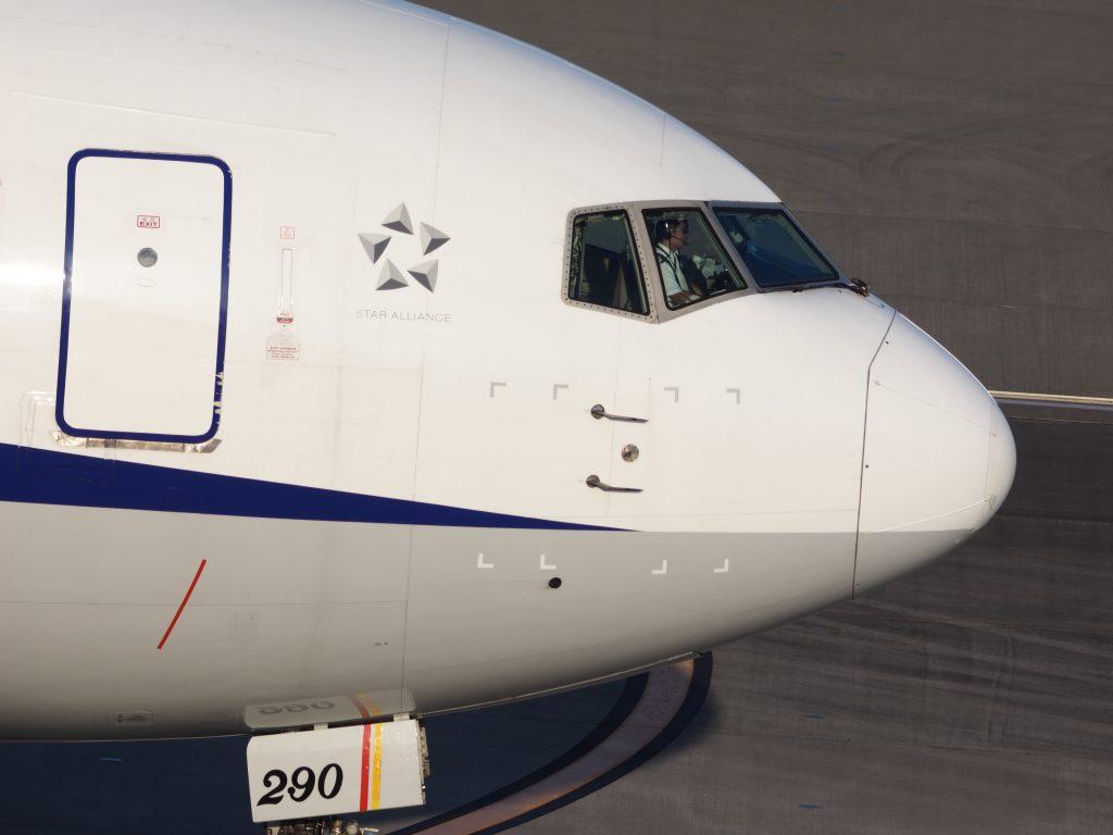 ジェット機 旅客機 コックピット パイロット 操縦士