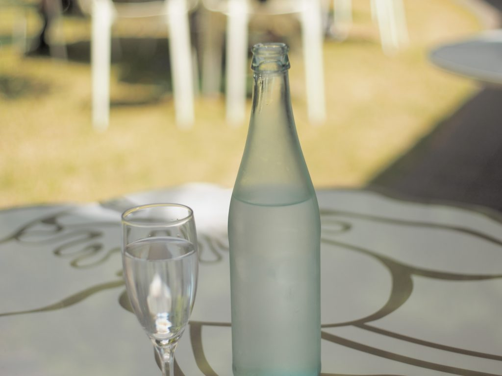 水 ボトル グラス
